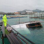 Polsek Bunguran Barat Bersama Warga Evakuasi Rumah Roboh Diterpa Angin
