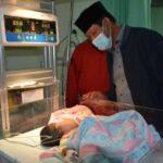 Ditengah Kesibukan, Isdianto Jenguk Bayi Yang Dirujuk Dari Desa Laboh Kabupaten Lingga