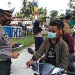 Dikira Razia, Polres Natuna Justru Bagi Masker ke Pengguna Jalan