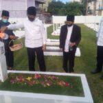Lepas Kerinduan Dengan Abang Kandung, Isdianto Ziarah Ke Makam HM Sani