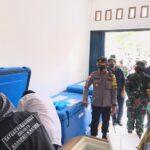 2.200 Vial Vaksin Corona Tiba di Natuna dengan Pengawalan Ketat
