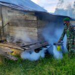Cegah Malaria dan Demam Berdarah, Pasukan TNI Lakukan Fogging di Kampung Kondo