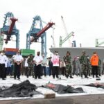 Kapal Bakamla RI Evakuasi 4 Kantong Serpihan Bersumber Dari Sriwijaya Air SJ-182