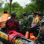 Panglima TNI Terjun Langsung Tinjau Banjir Kalsel dan Serahkan Bantuan