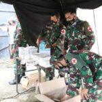 Pasukan TNI Dirikan Tenda Pengungsian dan Pelayanan Kesehatan Untuk Korban Gempa Di Mamuju