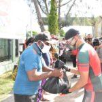 Usai Berolahraga Sepeda, PangdamXVII Cenderawasih Bagikan Sembako