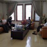 Pererat Silaturahmi, Kabid Humas Polda Banten Lakukan Sowan Sesepuh ke Kediaman KH Embay Mulya Syarief