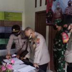 Dirnarkoba dan Dirtahti Polda Banten Kunjungi Posko PPKM di Desa Gelam Jaya