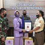 Ketua IKKT Cabang 10 Puspen TNI Berikan Bantuan Sosial Kepada Korban Banjir