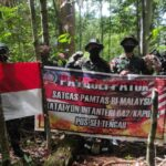 Satgas Pamtas RI-Malaysia Yonif 642 Laksanakan Patroli Patok Perbatasan