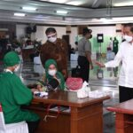 Presiden Jokowi Tinjau Vaksinasi Massal Bagi Pelayan Publik di Jateng