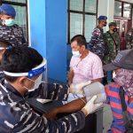 TNI AL Gelar Vaksinasi Covid-19 Bagi Nakhoda dan ABK Kapal Natuna