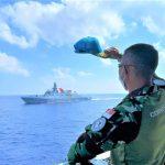 TNI AL Kerahkan Dua KRI Lakukan Operasi SAR Kapal Tenggelam di Kalbar